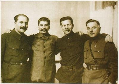 https://filopatria.files.wordpress.com/2013/12/323c4-800px-kaganovich_stalin_postyshev_voroshilov1934.jpg?w=400&h=283